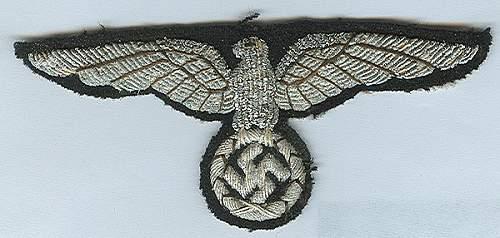 Delich Hoheitszeichen, bestickt, Aermeladler et cetera u. varia.