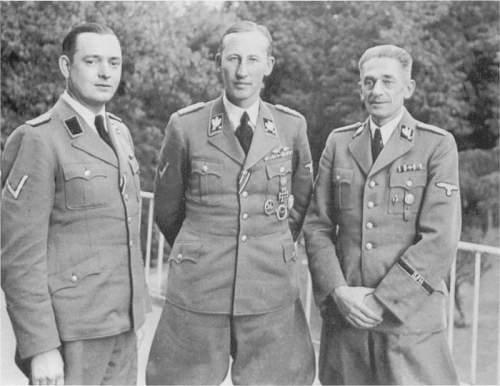 Click image for larger version.  Name:Heydrich with Horst Böhme dan Karl Hermann Frank.jpg Views:288 Size:78.5 KB ID:708717