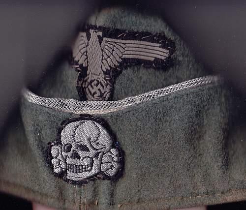 W-SS overseas cap insignia