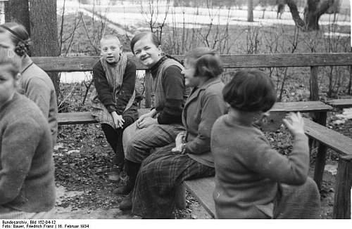 Click image for larger version.  Name:Bundesarchiv_Bild_152-04-12,_Heilanstalt_Schönbrunn,_Kinder.jpg Views:115 Size:68.0 KB ID:748867