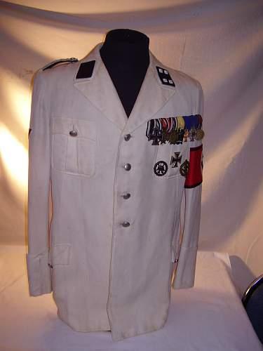Weisse Uniformen im hohen Amt