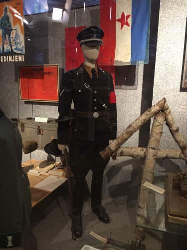 """schwarze SS Uniform, Standarte 11 der Allgem. SS  """"Planetta""""  im HGM, Wien"""