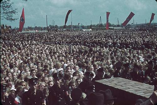 Click image for larger version.  Name:131101-adolf-hitler-volkswagen-ceremony-1938-b.jpg Views:57 Size:63.3 KB ID:774697