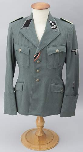 Hello boys and girls. Difficult to know if It's original or a re-tailored SS TUNIC...