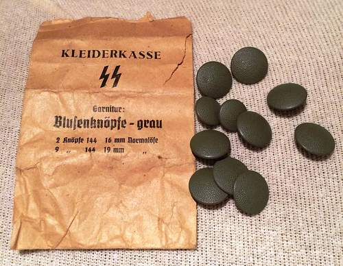 KLEIDERKASSE SS paper packet and buttons