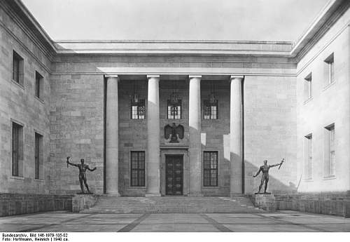 Click image for larger version.  Name:Bundesarchiv_Bild_146-1979-105-02,_Berlin,_Ehrenhof_der_Neuen_Reichskanzlei.jpg Views:167 Size:55.4 KB ID:795097