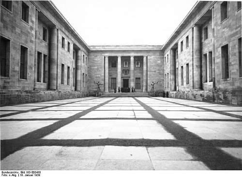 Click image for larger version.  Name:Bundesarchiv_Bild_183-E00418,_Berlin,_Neue_Reichskanzlei.jpg Views:96 Size:65.4 KB ID:795098
