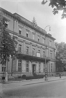 Name:  Bundesarchiv_Bild_102-17059,_München,_Braunes_Haus.jpg Views: 428 Size:  16.2 KB