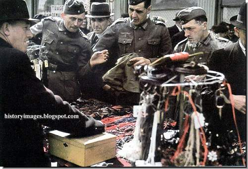 Click image for larger version.  Name:france-paris-german-occupation-german-ww2-german-soldiers-shopping.jpg Views:20 Size:119.7 KB ID:813316