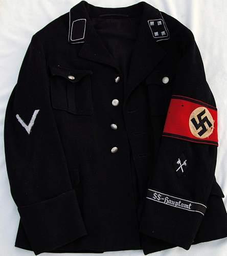 Allgemeine SS uniforms with 2 shoulder boards?