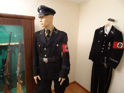 Click image for larger version.  Name:Dt black uniform  copy.jpg Views:183 Size:129.0 KB ID:919921