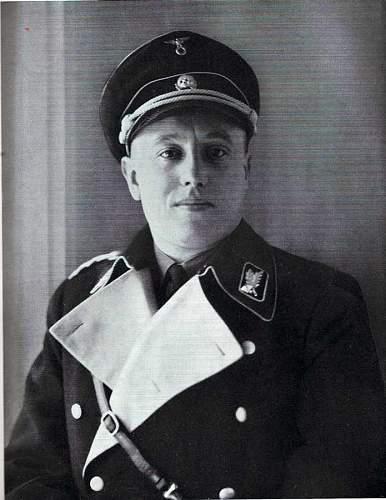 Albert Foerster in schwarzer Uniform
