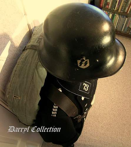 Black helmet and Puppe
