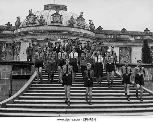 Click image for larger version.  Name:hitler-youth-bdm-girls-and-pimpfe-in-the-sanssouci-palace-1943-cphrbn.jpg Views:70 Size:86.6 KB ID:978340