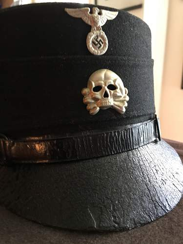 Black band around SS Armband?