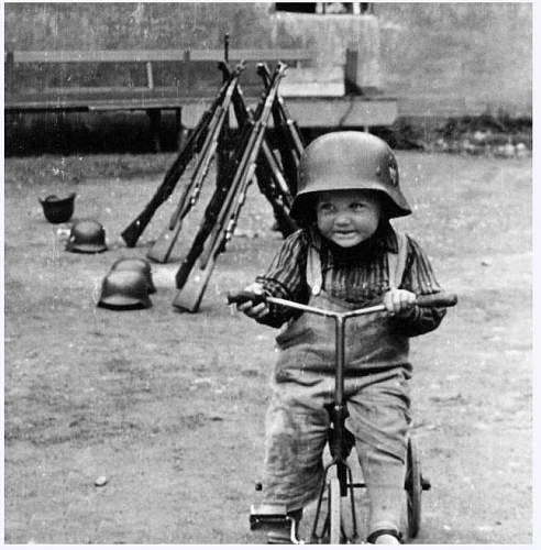 The German Stahlhelm (period photos)