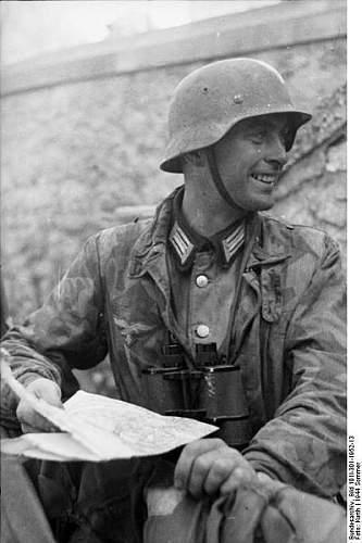 Click image for larger version.  Name:399px-Bundesarchiv_Bild_101I-301-1952-13%2C_Nordfrankreich%2C_Soldat_mit_Karte[1].jpg Views:617 Size:39.1 KB ID:123723
