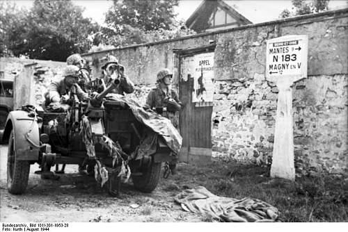 Click image for larger version.  Name:Bundesarchiv_Bild_101I-301-1953-28%2C_Seine-et-Oise%2C_Soldaten_mit_Flak-Gesch%C3%BCtz[1].jpg Views:1135 Size:78.4 KB ID:123751