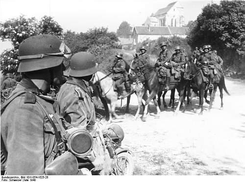 Click image for larger version.  Name:Bundesarchiv_Bild_101I-054-1525-26%2C_Frankreich%2C_Kavallerie_am_Ausgang_eines_Dorfes[1].jpg Views:676 Size:74.5 KB ID:123777
