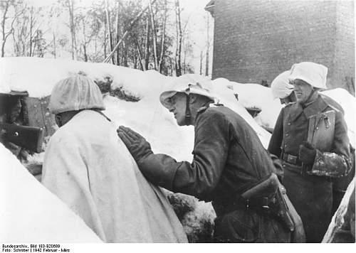 Click image for larger version.  Name:Bundesarchiv_Bild_183-B20689%2C_vor_Leningrad%2C_General_Lindemann_in_den_vordersten_Linien[1].jpg Views:511 Size:56.8 KB ID:123848