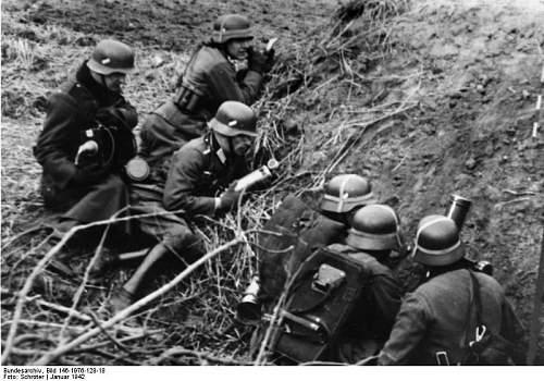Click image for larger version.  Name:Bundesarchiv_Bild_146-1976-128-18%2C_Kriegsberichter_mit_Mikrofon[1].jpg Views:367 Size:76.6 KB ID:123849