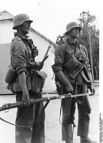 Click image for larger version.  Name:433px-Bundesarchiv_Bild_101I-009-0869-12A%2C_Russland%2C_Zwei_deutsche_Infanteristen[1].jpg Views:717 Size:43.4 KB ID:123854