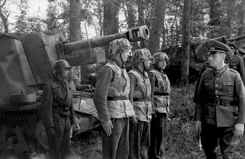 Click image for larger version.  Name:Bundesarchiv_Bild_101I-300-1865-06%2C_Frankreich%2C_Rommel_bei_21._Pz.Div.[1].jpg Views:976 Size:183.1 KB ID:123966