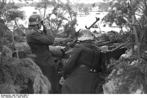 Click image for larger version.  Name:Bundesarchiv_Bild_101I-394-1459-11%2C_Russland%2C_Soldaten_mit_MG_in_Stellung_im_Winter[1].jpg Views:755 Size:62.2 KB ID:123979