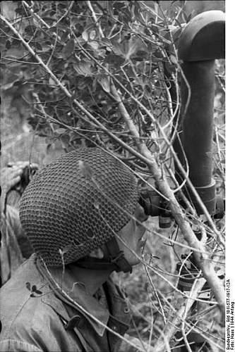 Click image for larger version.  Name:399px-Bundesarchiv_Bild_101I-577-1917-12A%2C_Monte_Cassino%2C_Fallschirmj%C3%A4ger_am_Scherenfer.jpg Views:292 Size:57.8 KB ID:124281