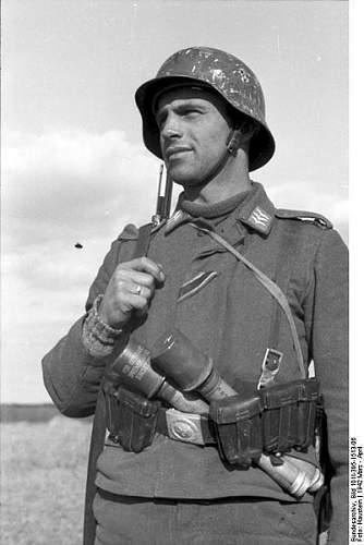Click image for larger version.  Name:401px-Bundesarchiv_Bild_101I-395-1513-06%2C_Russland%2C_Luftwaffensoldat[1].jpg Views:277 Size:35.3 KB ID:124283
