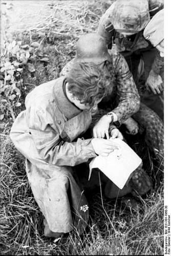 Click image for larger version.  Name:Bundesarchiv_Bild_101I-301-1960-30%2C_Nordfrankreich%2C_Soldaten_mit_Karte_in_Graben[1].jpg Views:297 Size:78.0 KB ID:124287