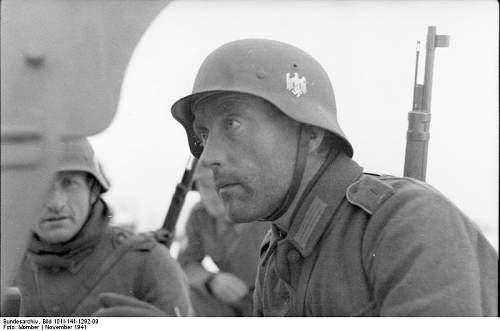 Click image for larger version.  Name:Bundesarchiv_Bild_101I-141-1292-09%2C_Russland-Mitte%2C_Soldaten_der_franz%C3%B6sischen_Legion_%.jpg Views:602 Size:37.3 KB ID:124775