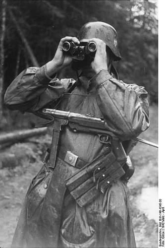Click image for larger version.  Name:399px-Bundesarchiv_Bild_101I-146-1545-30%2C_Russland%2C_Soldat_mit_MP_durch_Fernglas_schauend[1].jpg Views:791 Size:38.7 KB ID:124782