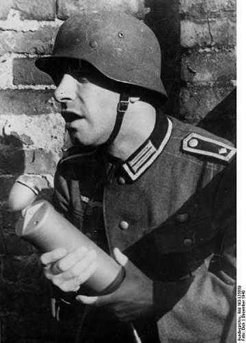 Click image for larger version.  Name:429px-Bundesarchiv_Bild_183-L15659%2C_Kriegsberichter_mit_Mikrofon[1].jpg Views:324 Size:38.6 KB ID:124783