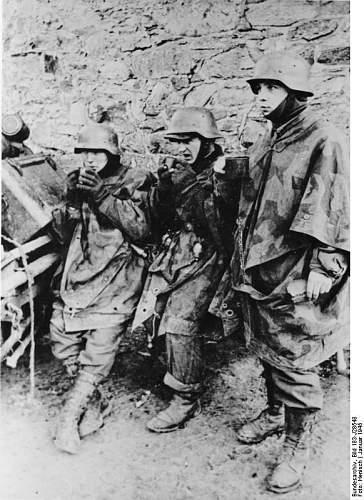 Click image for larger version.  Name:Bundesarchiv_Bild_183-J28548%2C_Ardennenoffensive%2C_Junge_Grenadiere[1].jpg Views:553 Size:83.1 KB ID:124961