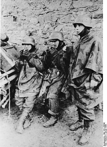 Click image for larger version.  Name:Bundesarchiv_Bild_183-J28548%2C_Ardennenoffensive%2C_Junge_Grenadiere[1].jpg Views:550 Size:83.1 KB ID:124961