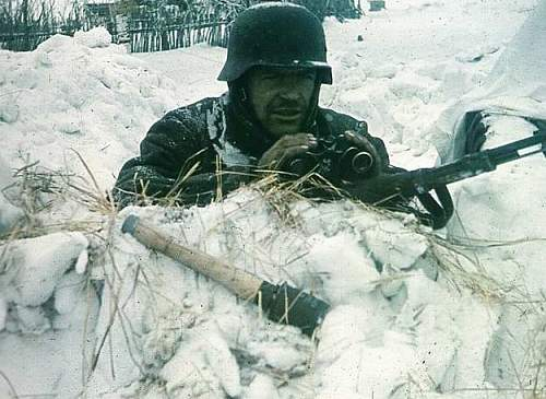 Click image for larger version.  Name:German_soldier_winter.jpg Views:610 Size:52.1 KB ID:154167