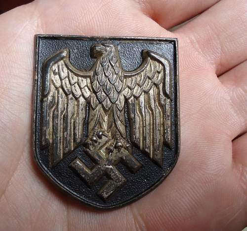 Need Help: German Pith helmet badges