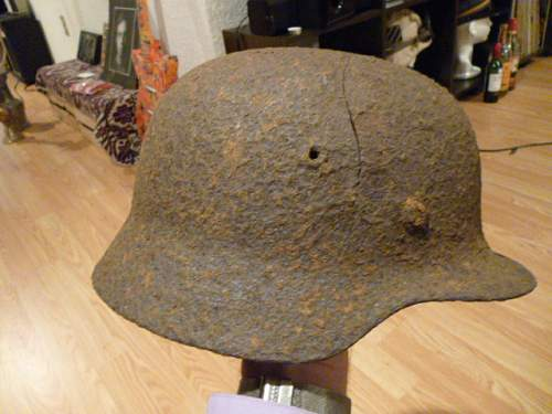 A relic M35 Helmet with decal ?