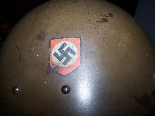 Cptured and re-issued Czech Polizei helmet ................ real?