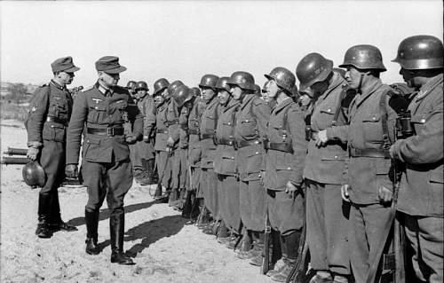 Click image for larger version.  Name:Bundesarchiv_Bild_101I-178-1538-05A,_Griechenland,_Appell_von_Hilfstruppen_der_Wehrmacht.jpg Views:1346 Size:62.6 KB ID:282522
