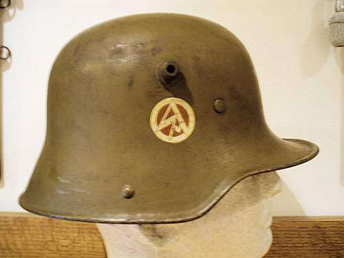 Click image for larger version.  Name:S A HELMET 009.jpg Views:66 Size:67.7 KB ID:352931