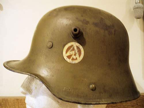 Click image for larger version.  Name:S A HELMET 014.jpg Views:51 Size:64.9 KB ID:352934