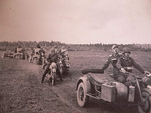 Click image for larger version.  Name:militaria 021.jpg Views:205 Size:220.5 KB ID:375984