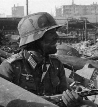 Name:  Bundesarchiv_Bild_116-168-618,_Russland,_Kampf_um_Stalingrad,_Soldat_mit_MPi.jpg Views: 582 Size:  42.6 KB