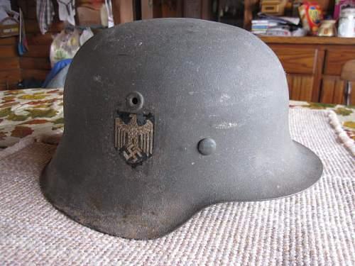2 heer decals on helmet?