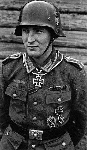 The German Stahlhelm (period photos)