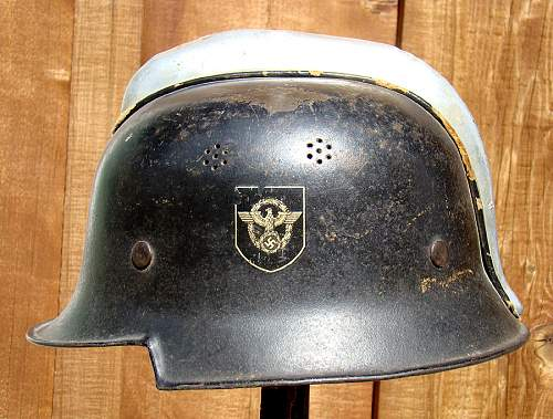Double decal fireman helmet with comb