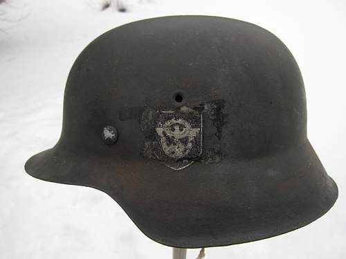 Need opinions on this double decal M42 Polizei helmet