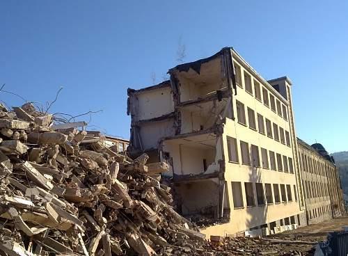 Click image for larger version.  Name:SE old factory demolition.jpg Views:349 Size:158.6 KB ID:750643